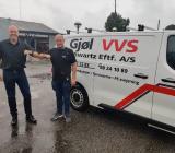 Claus Vinther (th) säljer nu sina tre företag till Bravida, företrätt av regionchefen Klaus Villefrance. Foto: Bravida.