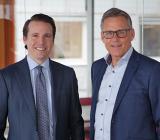 Kjell-Åke Johansson (tv) och Nicke Rydgren, divisionschef Installation respektive affärschef i Projektengagemangs koncernledning. Foto: Projektengagemang