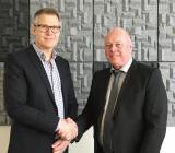 Bravidas regionchef Olle Näsvall (tv) och Bylunds Elektriskas hittillsvarande ägare Anders Bylund. Foto: Bravida
