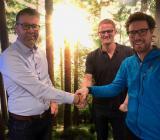 Peder Johansson (avdelningschef Bravida), Emil Marklund (delägare Nyheden Fällfors) och Tomas Lundström (delägare). Foto: Bravida
