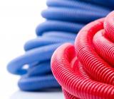 Röda och blå vattenrör. Foto: Colourbox