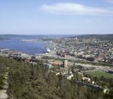 Stadsvy över Sundsvall, sett från Norra Berget. OBS att bilden är tagen 1995, varför nya bron inte syns. Foto: Colourbox
