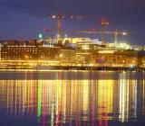 Byggkranar över Stockholms city i kvällsljus. Foto: Colourbox