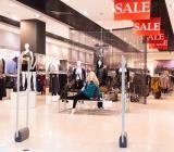Utförsäljning i modebutik. Foto: Colourbox