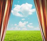 Öppet fönster mot grönskande äng. Illustration: Colourbox