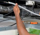 Elektriker i arbete. Foto: Colourbox
