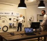 Stefan Browall (tv), produktmarknadschef telekom på Elektroskandia, och Christian Strååt, produktchef telekom- och energikabel på NKT. Foto: Elektroskandia