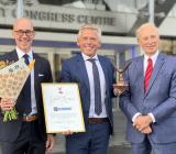 Esbes vd Peter Cerny (mitten), flankerad av Esbes försäljningsdirektör Jörgen Thelin (t v) och Anders Lundwall (t h, ordförande Fonden för Exportutveckling). Foto: Esbe