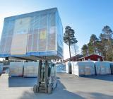 Lastning av färdiga badrumsmoduler vid Part Constructions fabrik i Kalix. Foto: Jan Morin, Part Construction AB