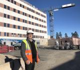 Instalcodottern APC:s vd Anders Lindén vid Universitetssjukhuset i Linköping. Foto: Instalco