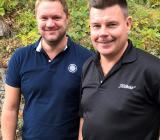 Sandbäckens regionchef och affärsutvecklingschef André Roos (till vänster) och vd för Sandbäckens Industri Mitt AB, Magnus Runesson. Foto: Sandbäckens