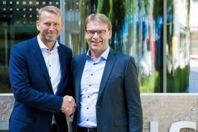 Peter Carlsson, vd för Northvolt, och Ulf Troedsson, vd för Siemens Nordics. Foto: Nicolas Mercier One Wave Studios/Siemens