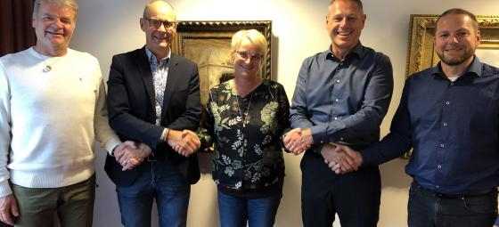 Från vänster Anders Nordin (NPI), Stellan Lindqvist (Bravida), Elisabet Arvidsson (NPI), Anders Ahlquist (Bravida), Andreas Brolund (NPI). Foto: Bravida