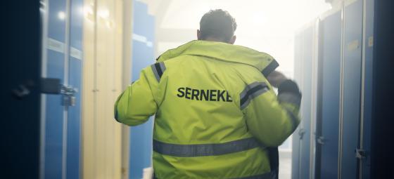 Ryggtavla på Sernekeanställd. Foto: Serneke