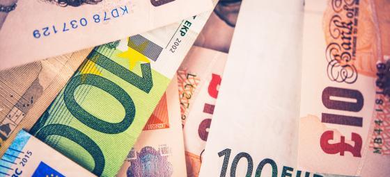 Euro- och brittiska pundsedlar. Foto: Colourbox