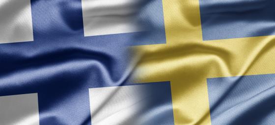 Finska och svenska flaggorna i förening. Foto: Colourbox