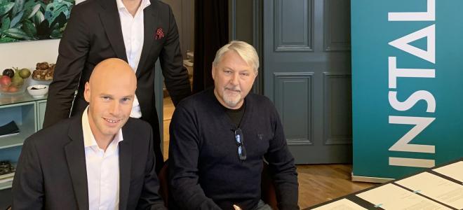 Johan Larsson, affärsområdeschef Instalco Nord, Gustaf Larsson Ehrenfelt, Instalcos centrala förvärvs- och affärsutvecklingsenhet, och Tommy Kvarnström, Henningssons. Foto: Instalco
