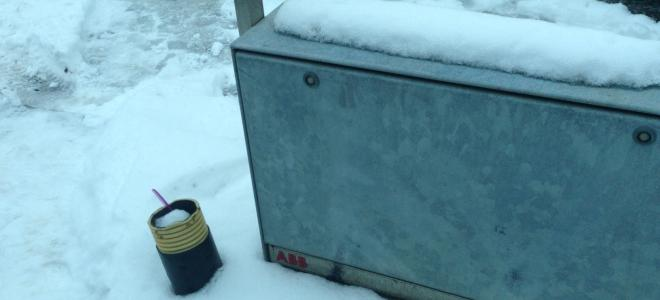 Kabelskåp från ABB i vintermiljö. Foto: Rolf Gabrielson
