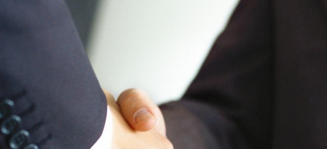 Handslag för affär. Foto: Colourbox