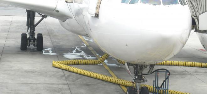 Flygplan på landningsbana. Foto: Colourbox